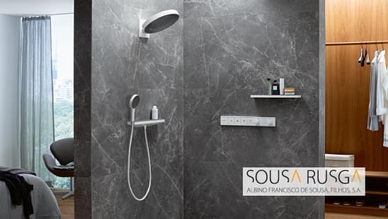Prefere uma solução de chuveiro suspenso ou chuveiro de mão?  Partilhe connosco a sua opinião.