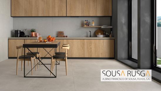 Um pavimento minimalista e neutro também encaixa bem em cozinhas com tons acastanhados.