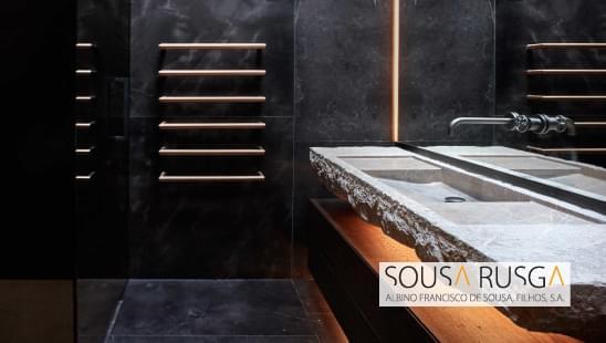 Escolha um toalheiro minimalista e que aqueça o ambiente da sua sala de banho.