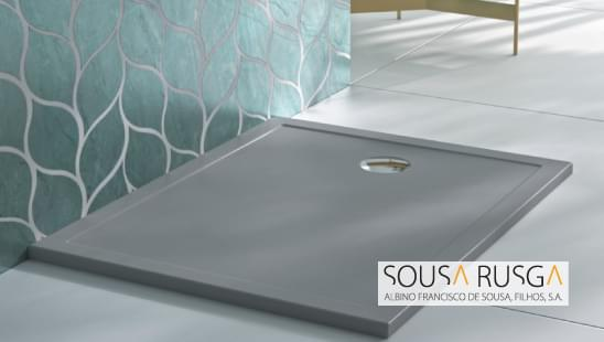 Faça uma escolha arrojada e personalize o seu espaço de banho com uma base de duche cinza. Segurança pela sua textura antiderrapante.
