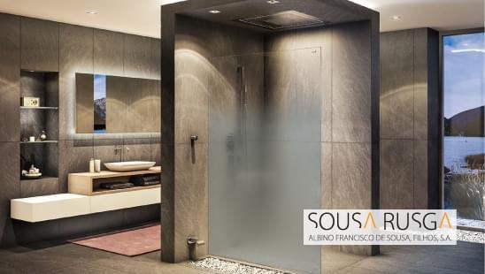 Se procura um resguardo de duche que não seja totalmente fechado ou aberto, então esta opção é para si!